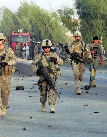 Американци рязали трофеи от тела на убити афганистанци