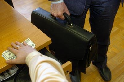 Как Цветанов със заплата 1200 лв. си купи два апартамента в София?