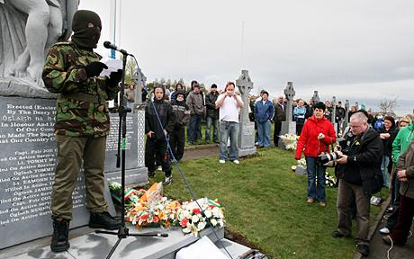 """""""ИРА – Истински"""" против визитата на английската кралица в Ирландия"""