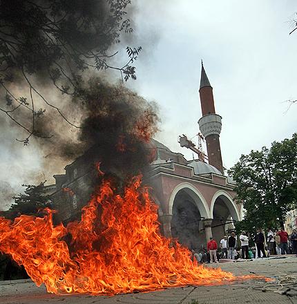 Радио ЕРА на 25 май – кой и защо иска да ни запали чергата?