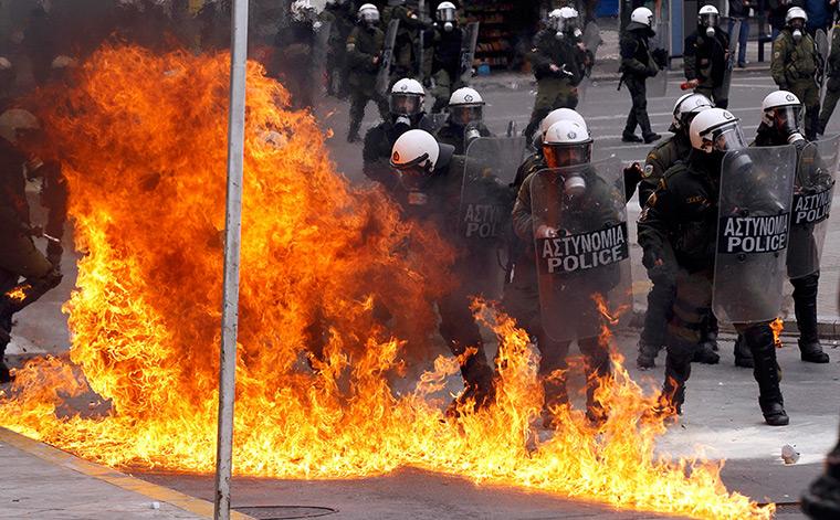 Гръцката полиция под пара за парадите по случай националния празник