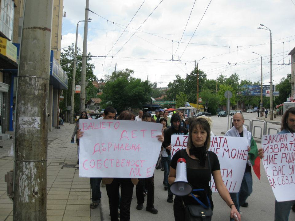 Национален протест срещу приемането на Проектозакона за детето-Велико Търново (Репортаж+СНИМКИ)