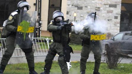 Канада: Искане за разследване на сблъсъците във Викториявил