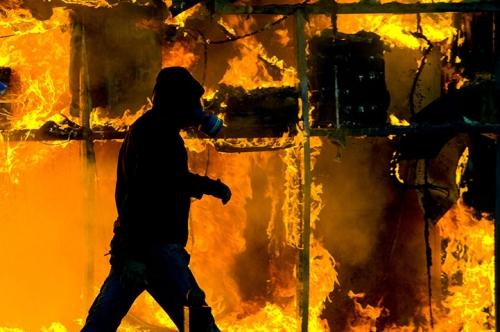 Гърция: Неназована група пое отговорност за палежи на партийни офиси