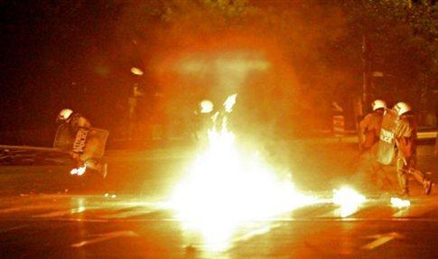 """Гърция: бунтове срещу """"Златна зора"""" в Агринио и Ксанти"""