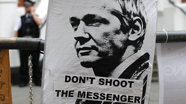 569924-britain-wikileaks-assange-free-assange