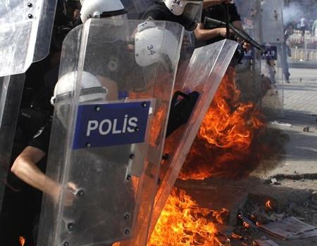 Как пламна Турция?