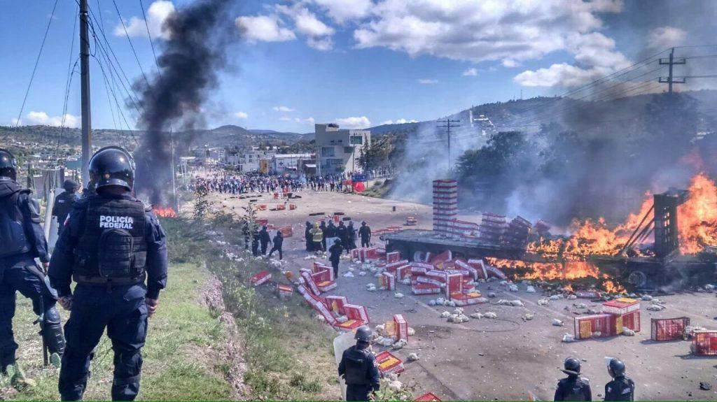 nochixtlan-police-barricade