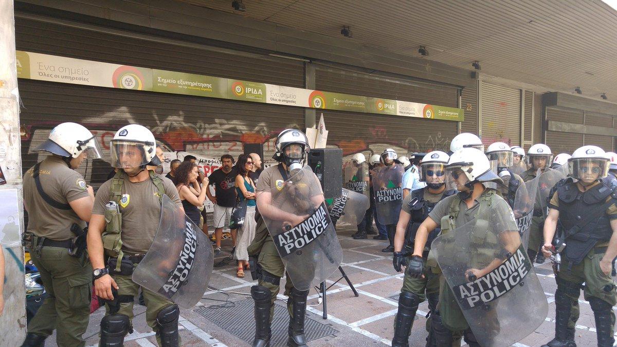 """Полицията атакува """"Походът за солидарност и борба"""" на работниците от ВИО МЕ"""