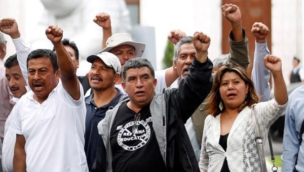 Няма сделка! Мексиканските учители обявиха безсрочна стачка срещу пазарната реформа в образованието.