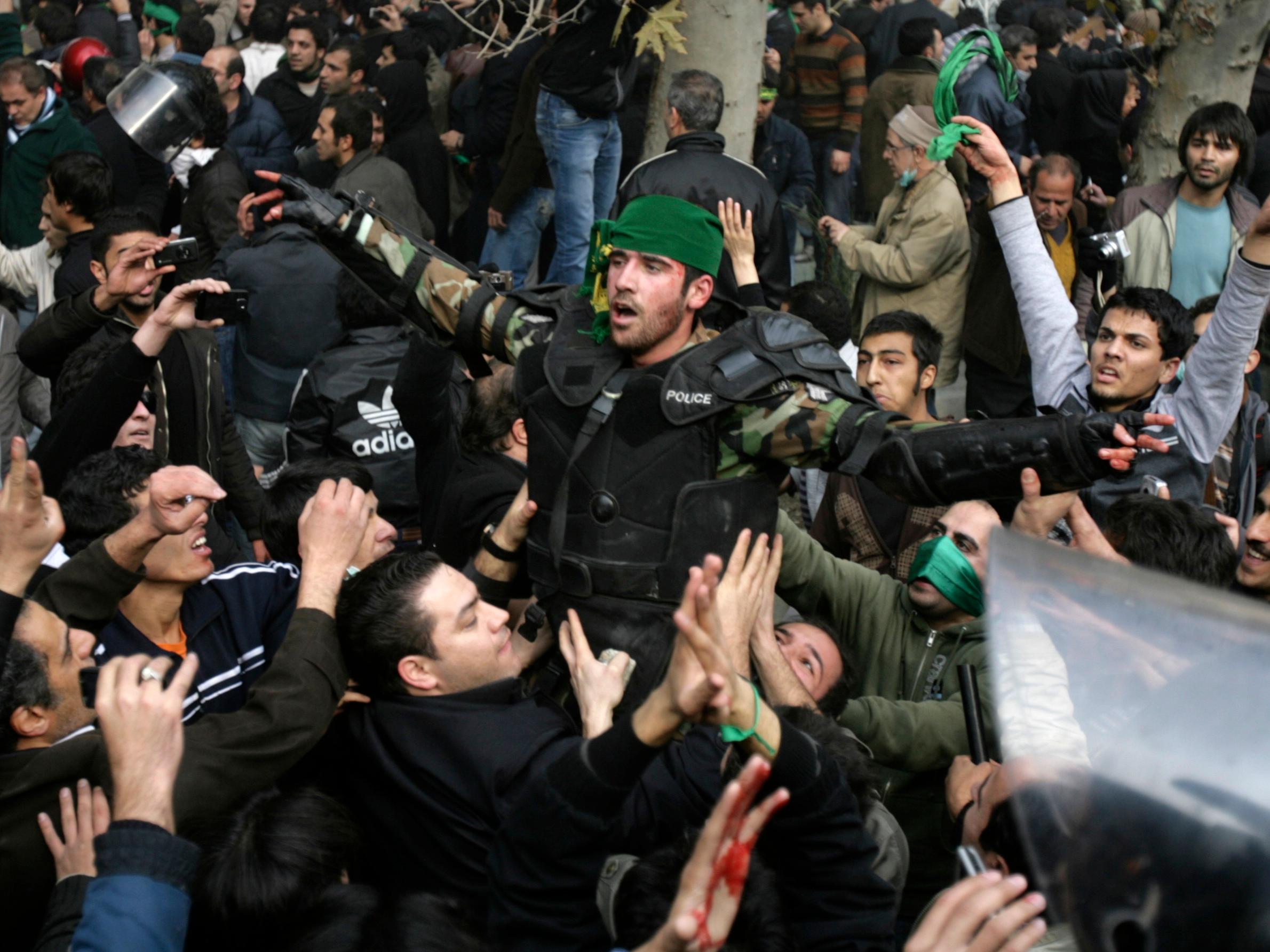 Иран. Справедливи социални протести или външна намеса?