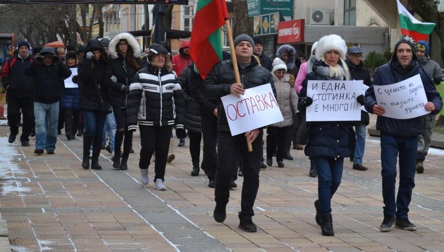 Социални протести срещу поскъпването на водата избухнаха в Добрич