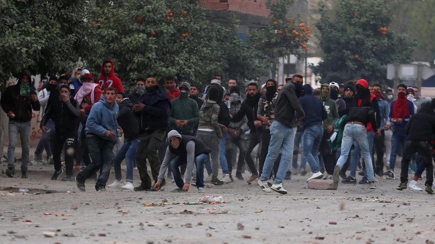 Антикапиталистически бунтове в Тунис на годишнината от революцията