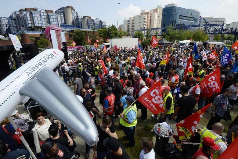 Нови стачки и нарастващо социално напрежение в Еър Франс