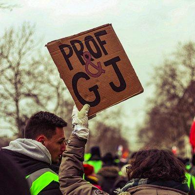 Трибуна на колектива Учители и Жълти жилетки