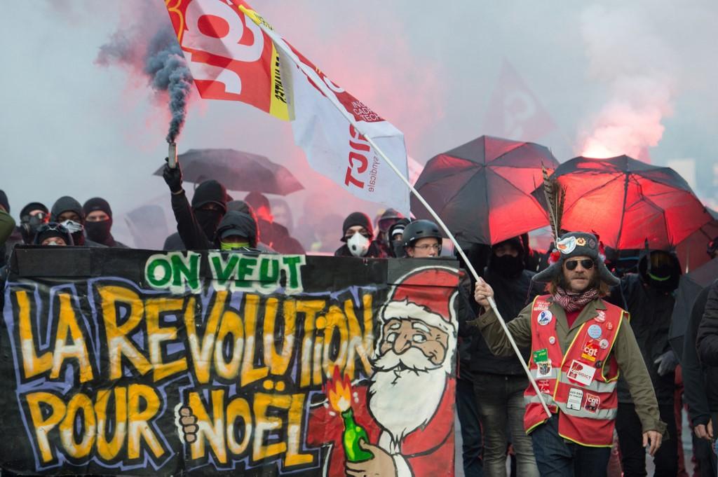 40 дни стачка във Франция. Работниците отхвърлиха компромисите на Макрон.